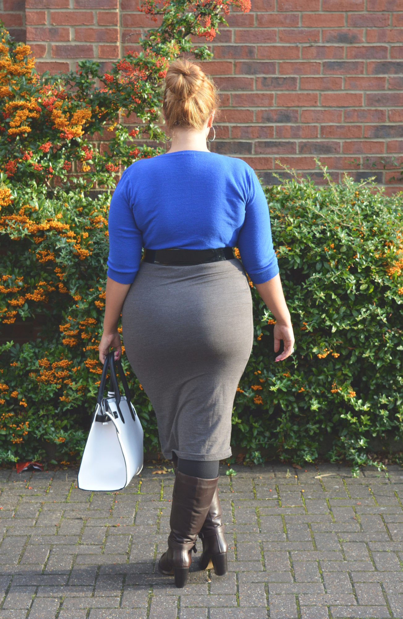 Elegant girls walk around the house showing off their fabulous asses - 3 4