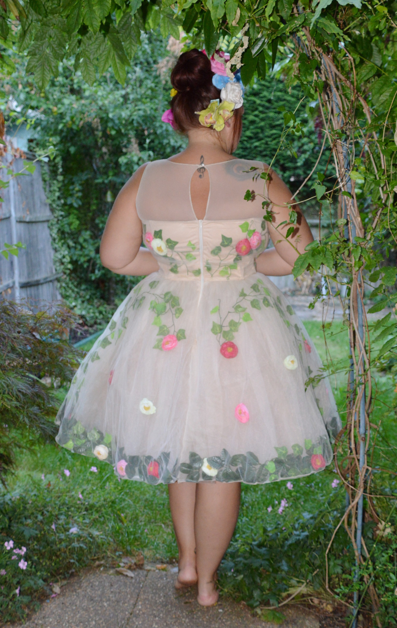 The dress garden - The Dress Itself Is Comfy To Wear But There Is A Lot Of It Sitting Down On Tubes And In Restaurants On A Monday Night In It Took A Little Skirt